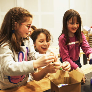 Kids in makers lab. Curiosity. Explore. Makers. Junior Explorium. Explorium.